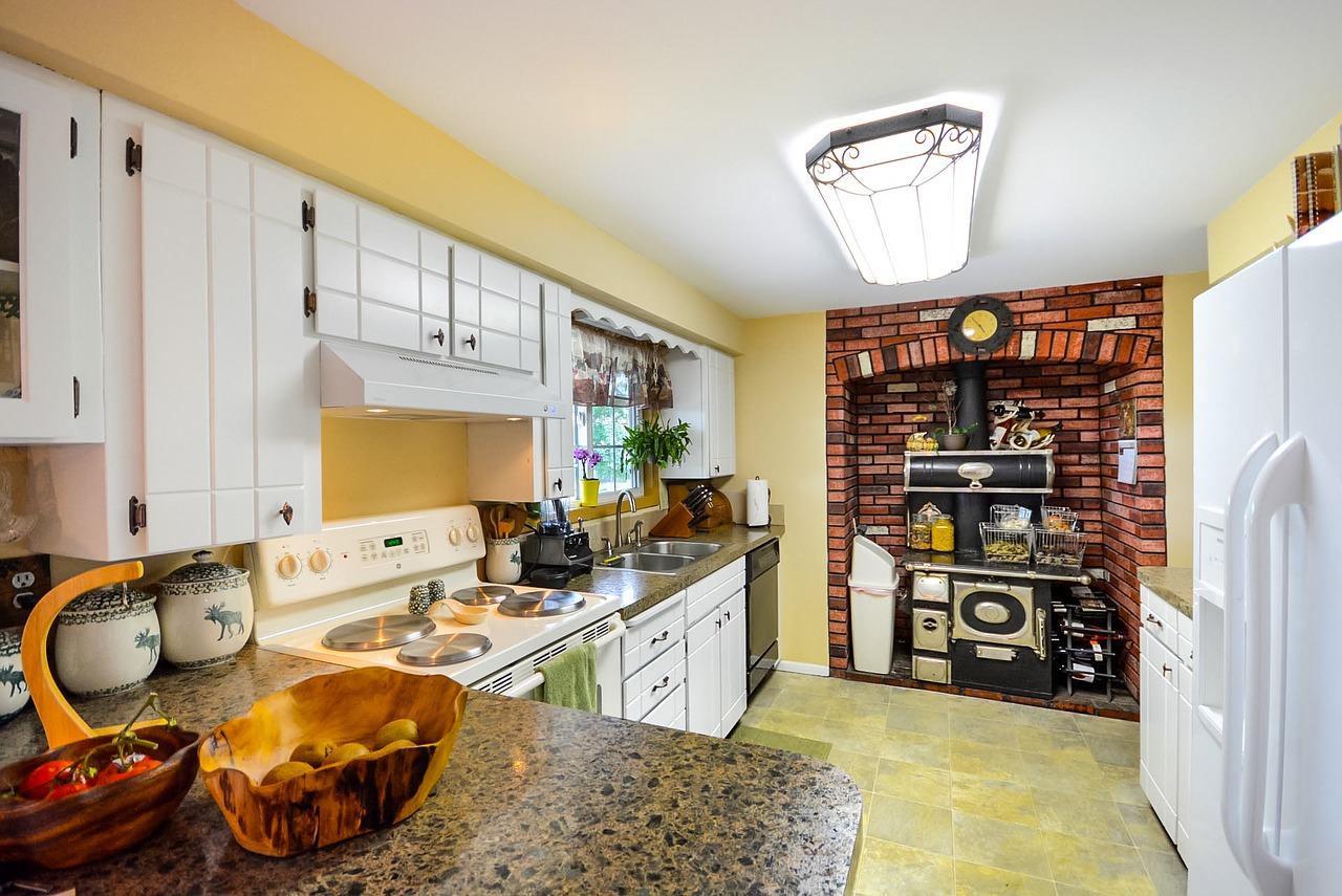 Comment moderniser une cuisine en bois ?